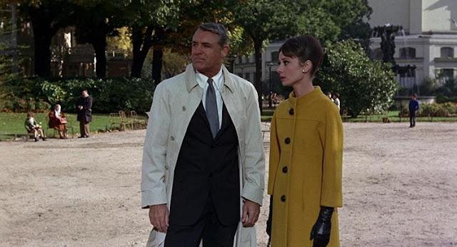 Audrey Hepburn Szarada płaszcz