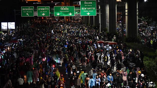 Demo Thailand: Protes Anti Pemerintah Terus Berlanjut, 77 Stasiun Kereta di Bangkok Ditutup