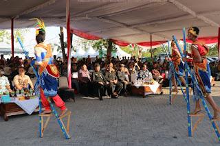 Tarian Egrang Ledokombo Tampil  di Pertemuan Tahunan APKASI di Karanganyar Jateng