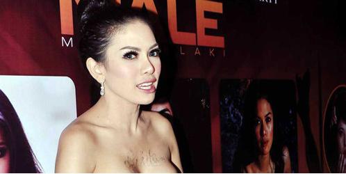 10 Artis Indonesia Yang Pernah Telanjang Bulat Pada Saat