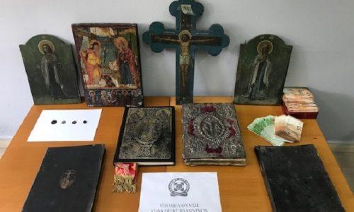 Ελεύθερος αφέθηκε μετά την απολογία του στον Εισαγγελέα ο ιερέας που συνελήφθη από αστυνομικούς και κατηγορείται για αρχαιοκαπηλία.