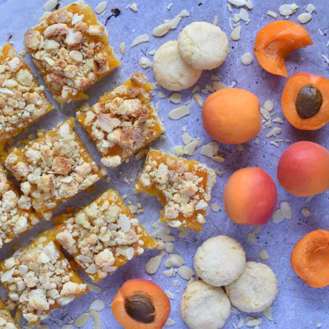 How to make almond and apricot shortbread