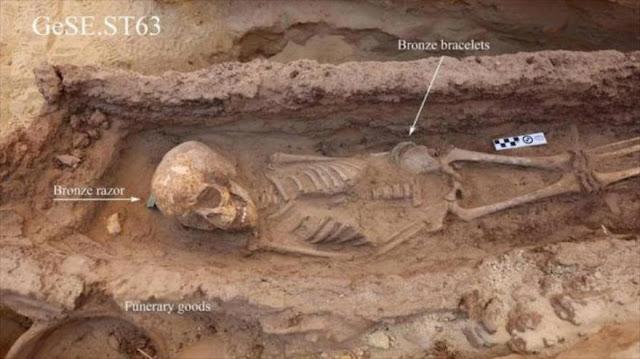 Hallan tumbas intactas de niños de la época faraónica en Egipto