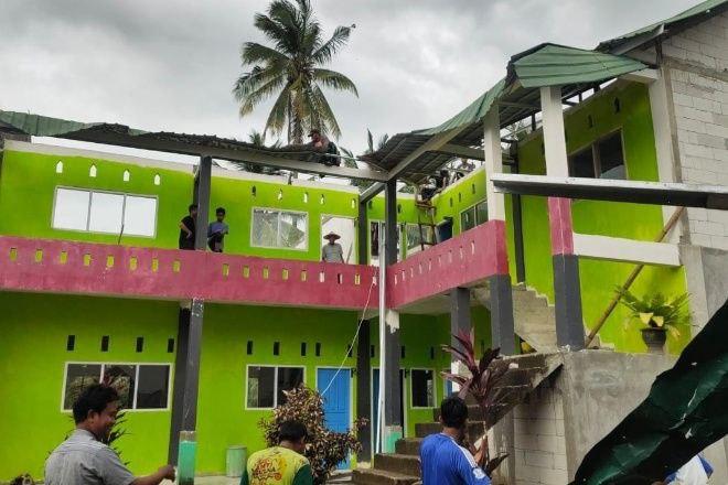 Dihantam Angin Puting Beliung, Sekolah di Bone Porak-poranda