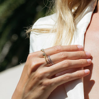 Alt = Womans hand wearing multiple rings