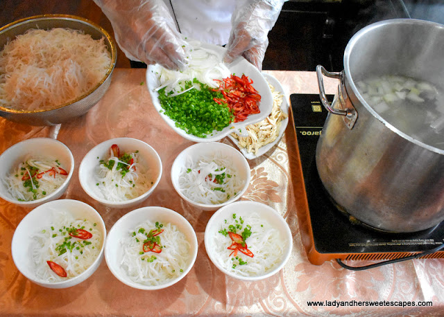 breakfast pho in Halong Bay cruise
