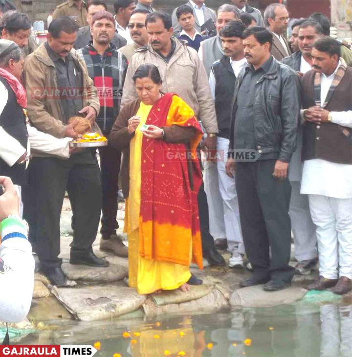 uma-bharti-in-brajghat-gajraula