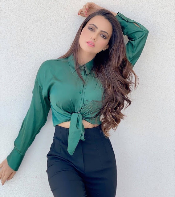 Indian Fashion Models Pictures, Beautiful Indian Model Outdoor Photoshoot