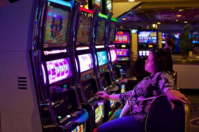老虎機裡的經濟學 – 賭場龐氏騙局大起底