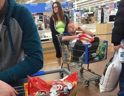 Lustiges Bild - Männer sind wie Kinder beim Einkaufen