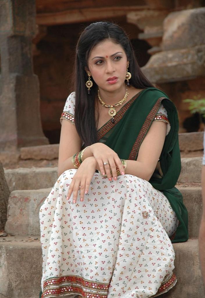 Tollywood Excellent Actress Sada Latest Half Saree Photo