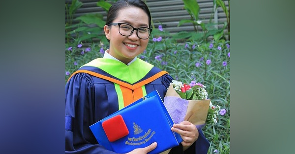 Pinay graduates Summa Cum Laude from a university in Thailand