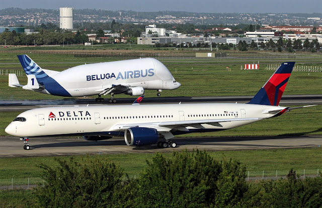 Airbus A350-900 and A300-600ST Beluga Size Comparison