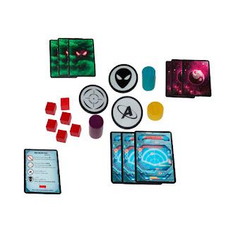 Not Alone componentes de la caja del juego base
