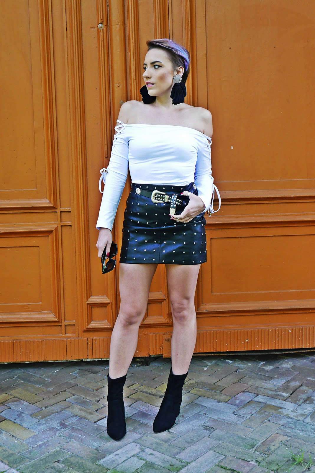 4_flower_sunglass_leather_skirt_socks_shoes_belt_white_top_karyn_blog_modowy_110917a