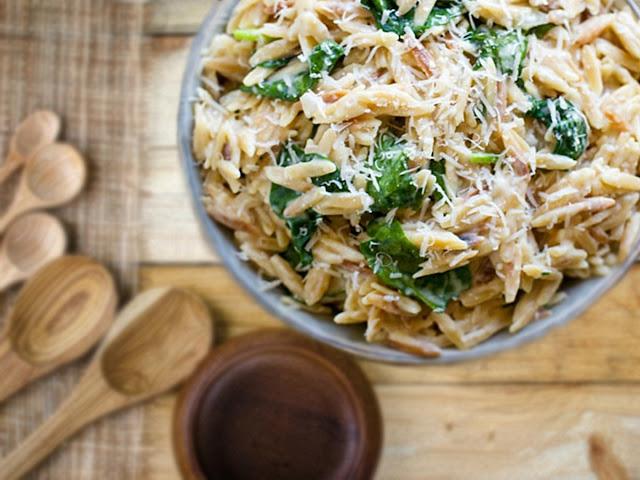 spinach parmesan orzo | cheesy garlic parmesan spinach orzo