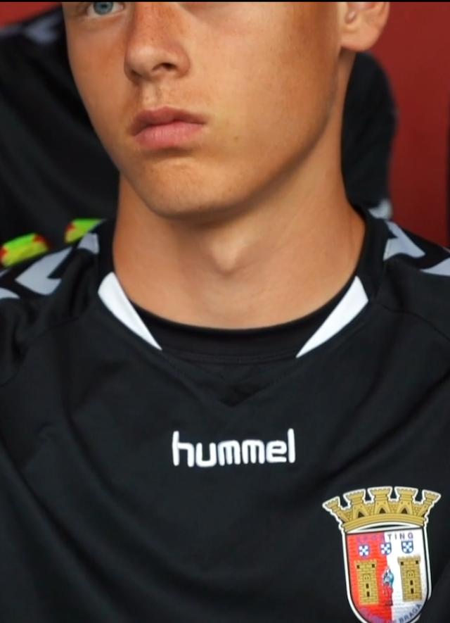 El espectacular guardameta de los sub-19 del Sporting Clube de Braga es internacional por la República Checa