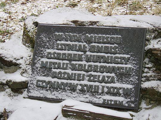 Tablica upamiętniająca hutnictwo na Starych Kościeliskach.