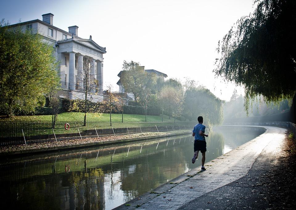 Jogging di sekitar rumah