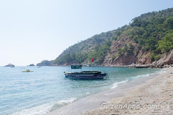 Kabak koyu plajı ve hafif dalgalı denizi, Fethiye