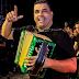 El acordeonero Rolando Ochoa Regaló un lote a familias pobres que se lo invadieron