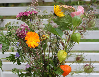 kukkakimppu oman pihan kukista
