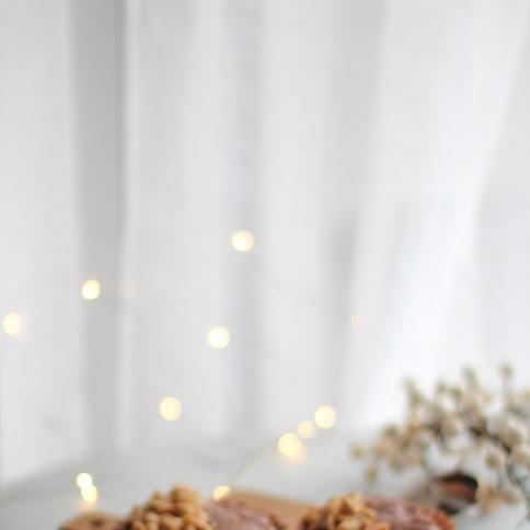 Tartaletki z masłem orzechowym i kajmakiem