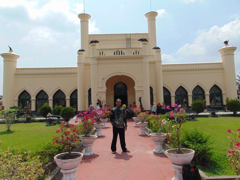 sejarah istana siak istana siak png istana sayap pekanbaru siak berapa jam siak indonesia raja raja kerajaan siak