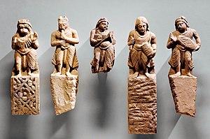प्राचीन भारतीय इतिहास के लिए साहित्यिक एवं पुरातात्विक स्रोतों के महत्त्व
