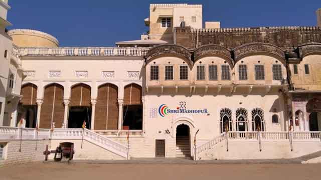 सुन्दर भित्तिचित्रों से भरा है मंडावा का किला