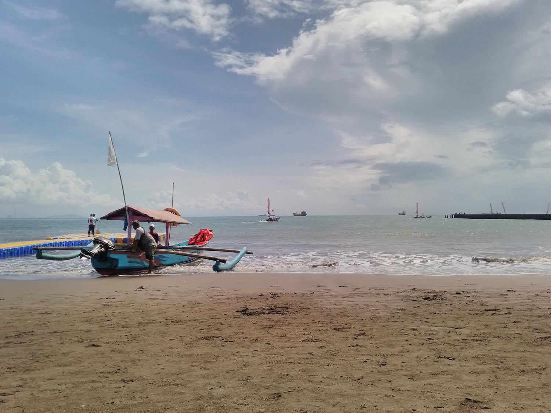 Memotret Misteri Benteng Pendem Di Pantai Teluk Penyu Kang Alee