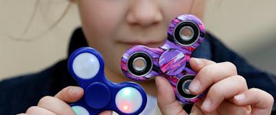 Τελικά το παιχνίδι spinner βοηθά τα παιδιά να συγκεντρώνονται ή τους αποσπά την προσοχή;