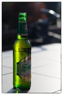 Egy üveg soproni sör A kübekházi kocsma teraszán