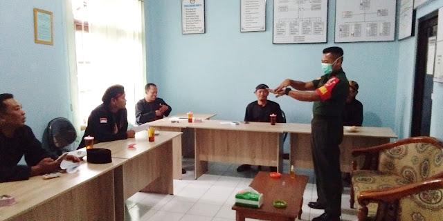 KodimKaranganyar - Peduli Babinsa Terhadap Penyebaran Virus Covid 19 Di Wilayah Binaan