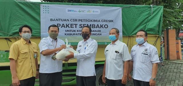 Petrokimia Gresik Salurkan 1.000 Paket Sembako untuk Korban Banjir Lamongan