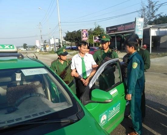 Quảng Ngãi: Bắt quả tang tài xế taxi vận chuyển ma túy