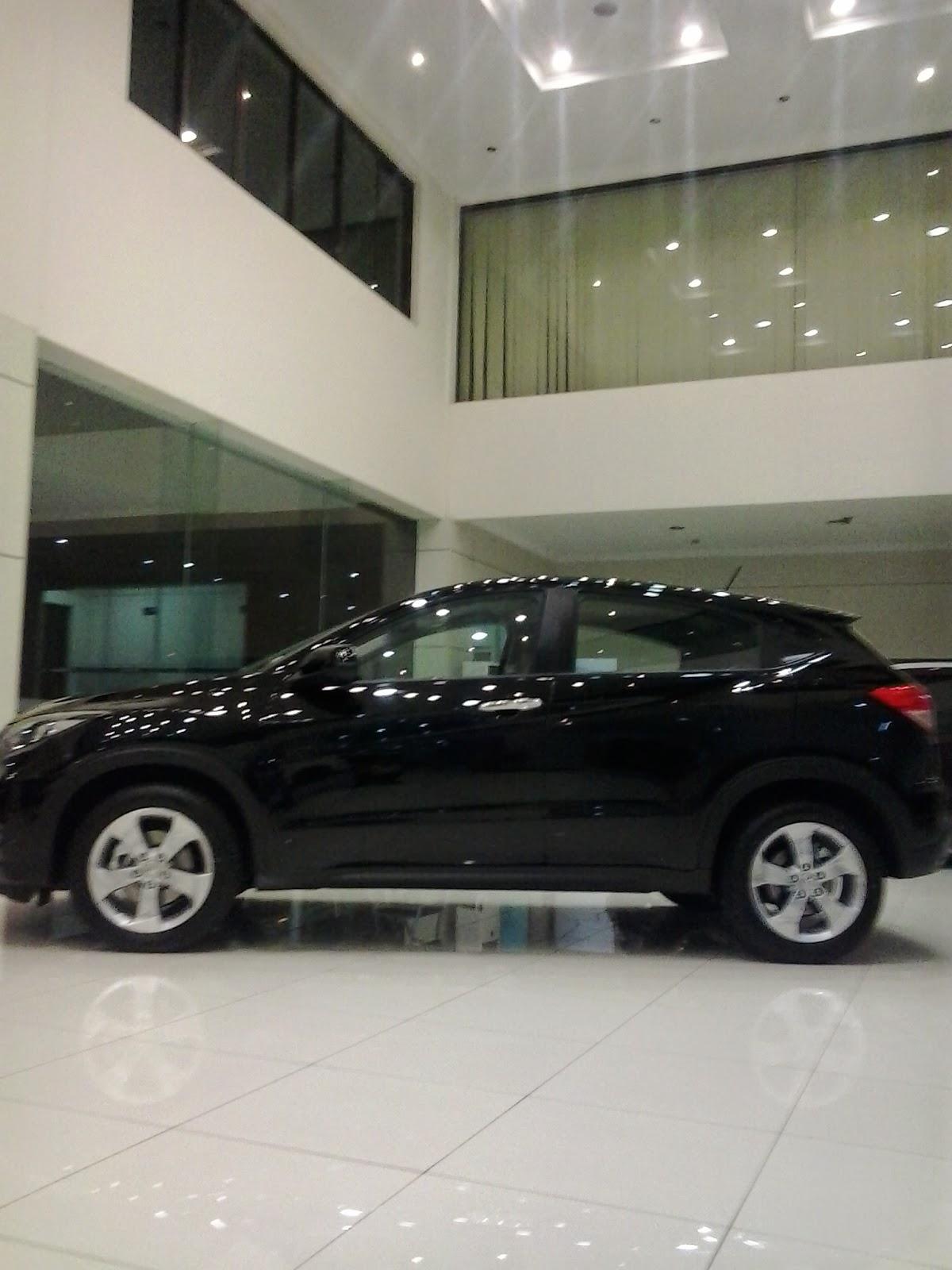 Honda HRV Warna Crystal Black Pearl di Showroom Mobil Honda Bantar Gebang