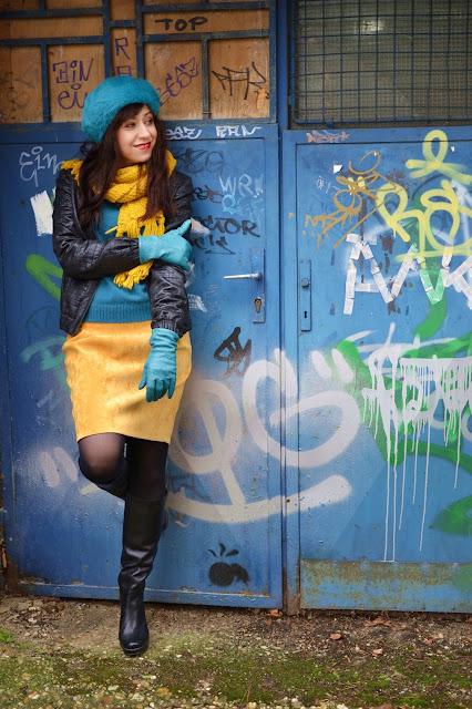 #Outfit dňa - hra tyrkysovej, žltej a čiernej_Katharine-fashion is beautiful_Tyrkysová baretka_Žltá sukňa_Katarína Jakubčová_Fashion blogger
