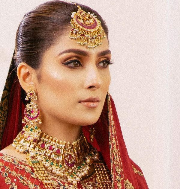 Ayeza Khan gives Magical Looks in her Latest Photoshoot