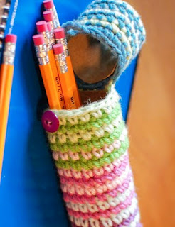 http://translate.googleusercontent.com/translate_c?depth=1&hl=es&rurl=translate.google.es&sl=en&tl=es&u=http://www.petalstopicots.com/2013/08/crochet-case-for-pencils-perfect-for-back-to-school/&usg=ALkJrhh2SmzWdt1YqBfCpSoxacezG-ZvIw