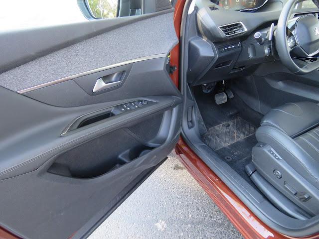 Peugeot 3008 2018 - acabamento interno