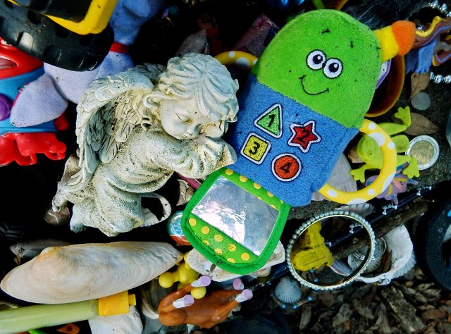 Toy cell phone and angel left on 200 year-old grave of little girl in Beaufort NC