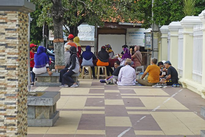 Sabtu pagi di sekitaran alun-alun Rembang