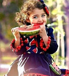 بطيخ مع بنت جميلة اوى ، صورة بنت صغيرة رائعة جدا