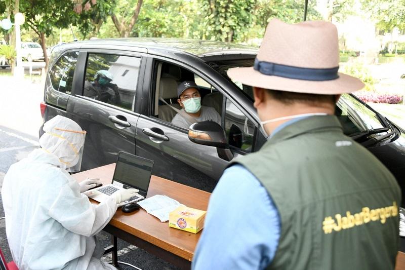 Ridwan Kamil Tinjau Rapid Test Drive -thru di Kota Bandung