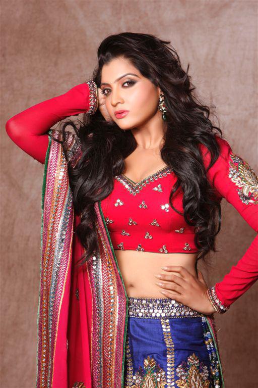 Kannada Actress Hip Navel Show In Red Saree Madhuri Itagi