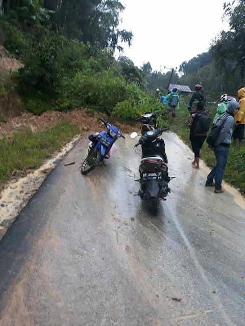 Jalan Poros Mebali- Buntu Dilanda Longsor, Akses Jalan Lumpuh Total