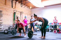 5 Cara Wanita Menghancurkan Stereotip di Ruang Berat
