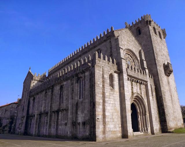 fachada lateral do Mosteiro de Leça do Balio