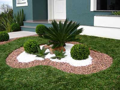 7 easy tips how to build a small garden low budget for Caminerias de jardin